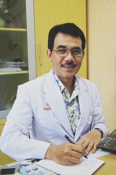 Dr. Sondang Rexano A.K, SpKFR